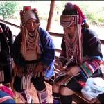 アカ族 刺繍 タイ 中国 住居 アニミズム 信仰
